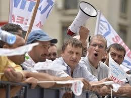 Angajatii Oltchim protesteaza pentru neplata salariilor