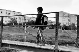 Noul Cod penal. Parintii care isi impiedica copiii sa mearga la scoala sau ii retrag risca amenzi sau chiar inchisoare