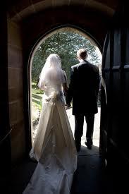 Iniţiativa de revizuire a Constituţiei pentru definirea căsătoriei ca uniunea dintre bărbat şi femeie va fi dezbatuta de viitorii senatori