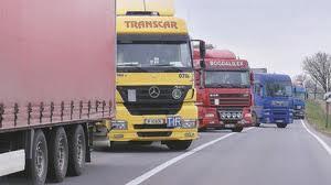 Transportatorii spun ca vor fi obligati sa alimenteze in afara tarii daca nu se anuleaza masura de majorare a accizei la motorina