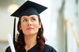Absolvenţii de facultate câştigă în medie de nouă ori mai mult decât cei care au un nivel scăzut de educaţie