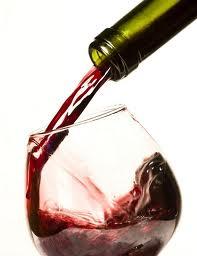 O firma din Galati, care a produs peste 1,2 milioane de litri de vin contrafacut, cercetata pentru evaziune fiscala