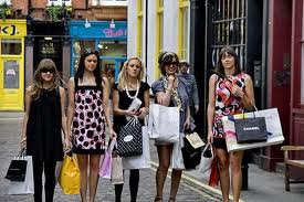 Shopping in Europa. Cat te costa un sejur