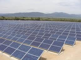 ANRE a aprobat acordarea de autorizatii pentru infiintarea a cinci noi proiecte fotovoltaice si a unei microhidrocentrale