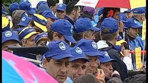 Protest la Parlament. Sindicalisti din educatie au cerut alocarea unui buget de sase la suta din PIB pentru invatamant