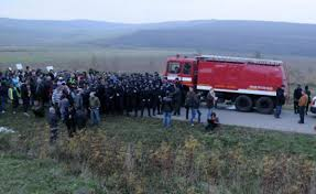 Peste 200 de persoane au protestat joi la Pungesti, impotriva exploatarii gazelor de sist