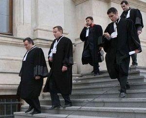 """""""Marșul tăcerii"""" organizat de avocatii de la Cluj impotriva ministrului Justitiei"""