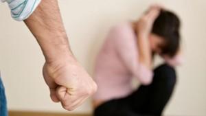 Violenţa asupra femeilor costă România 10 miliarde euro anual, adică 6% din PIB