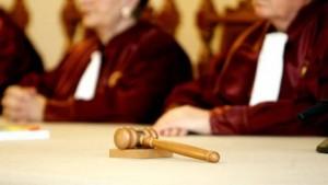 Guvernul poate emite ordonanţe simple. Curtea Constituţională a respins sesizarea formulată de opoziţie